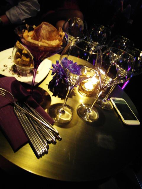[美食]W hotel頂樓。奢華時尚的餐廳&bar。紫艷
