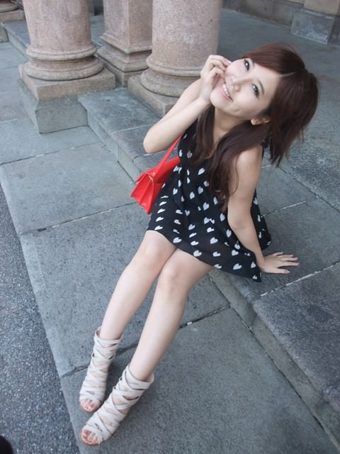 [穿搭]微辛辣洋裝x百搭繞踝鞋 變身迷人女孩
