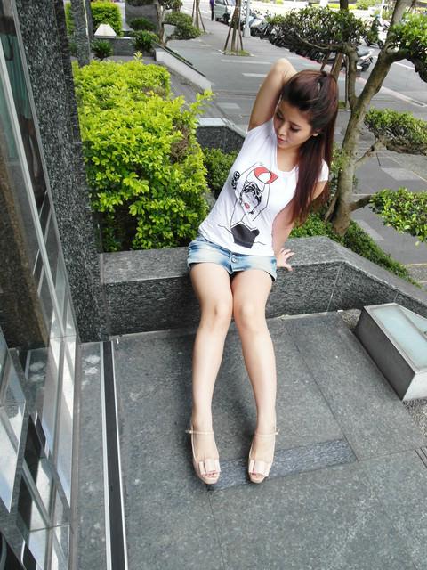 [抓住夏季採買重點]純白上衣x糖果色鞋x甜美菱格大包